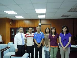 由左至右: 朱經理 顏先生 李處長                                                           黃組長 王組長 孫組長