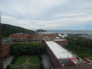 10F閱覽區可遠眺西子灣風光