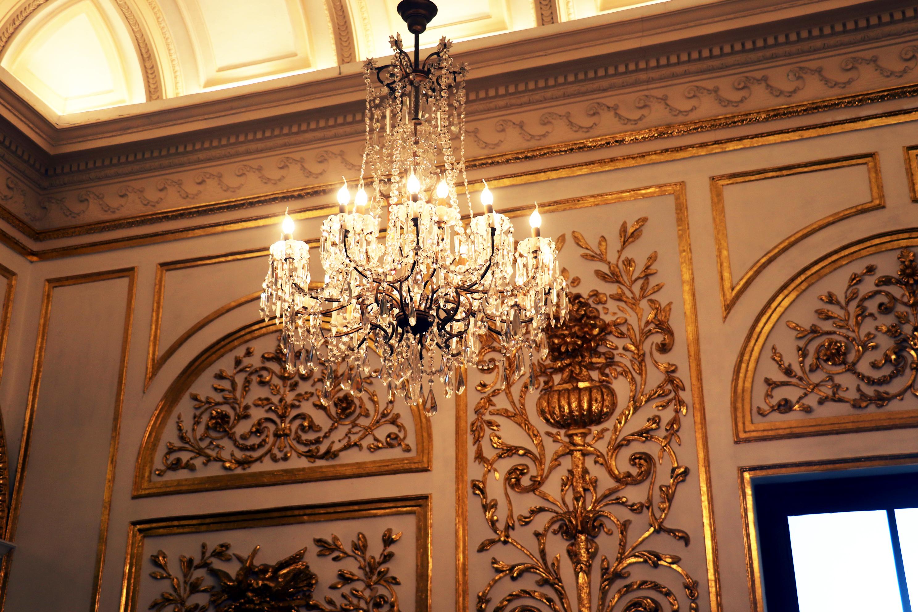 歷史悠久的水晶燈是賓館內的重點之一。