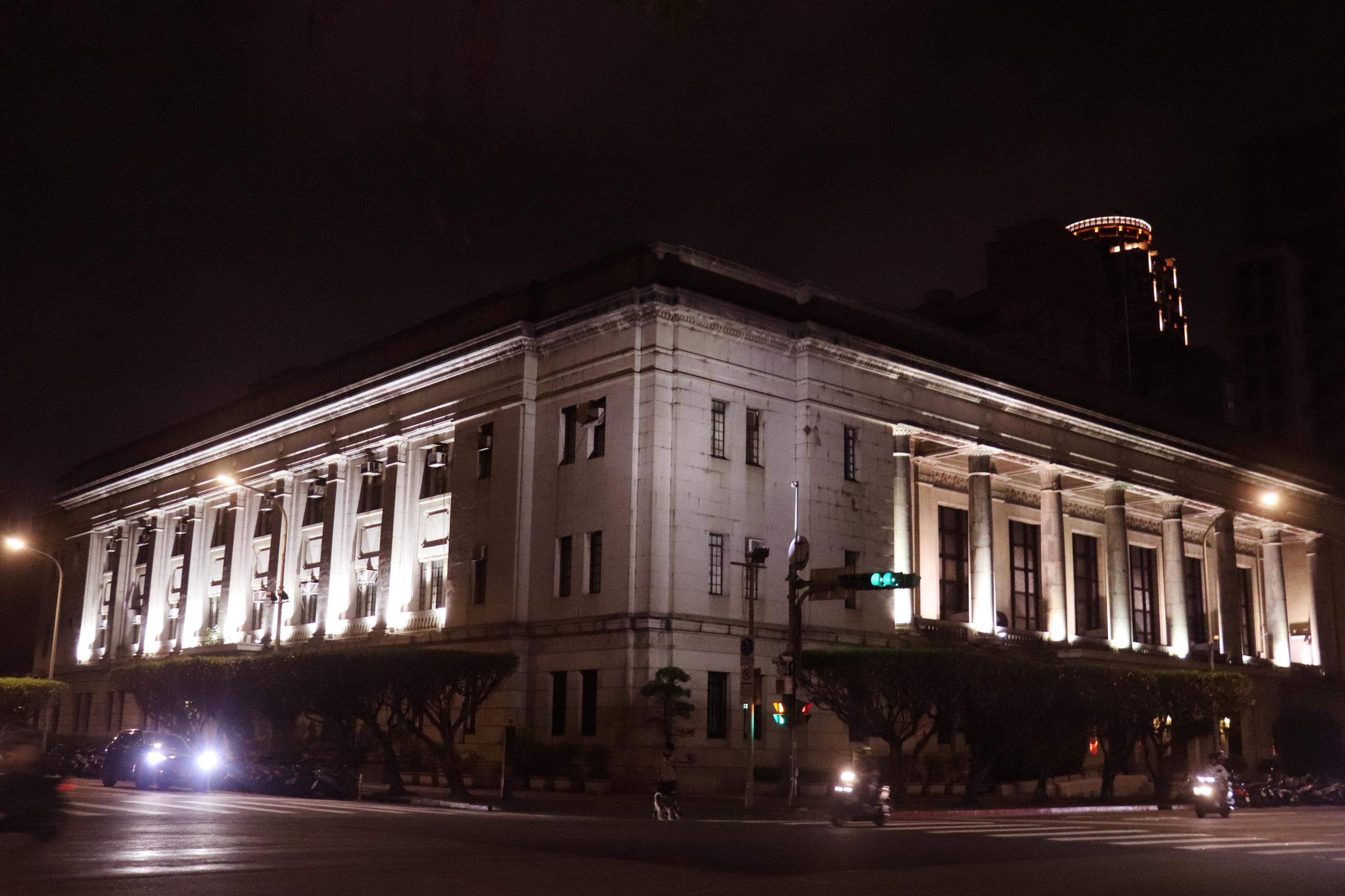 夜晚的台灣銀行總行
