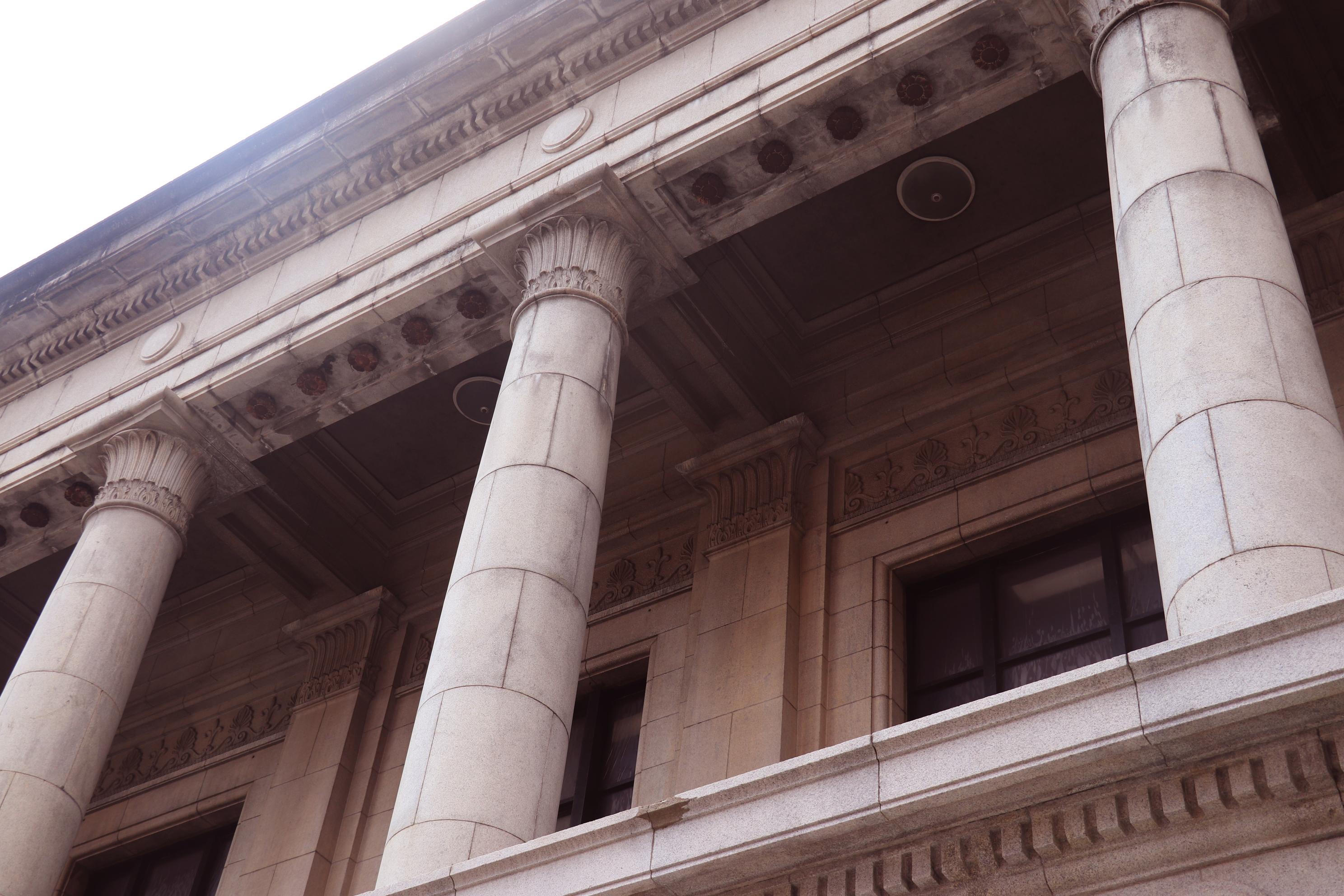 圓柱與內側的天花板細節