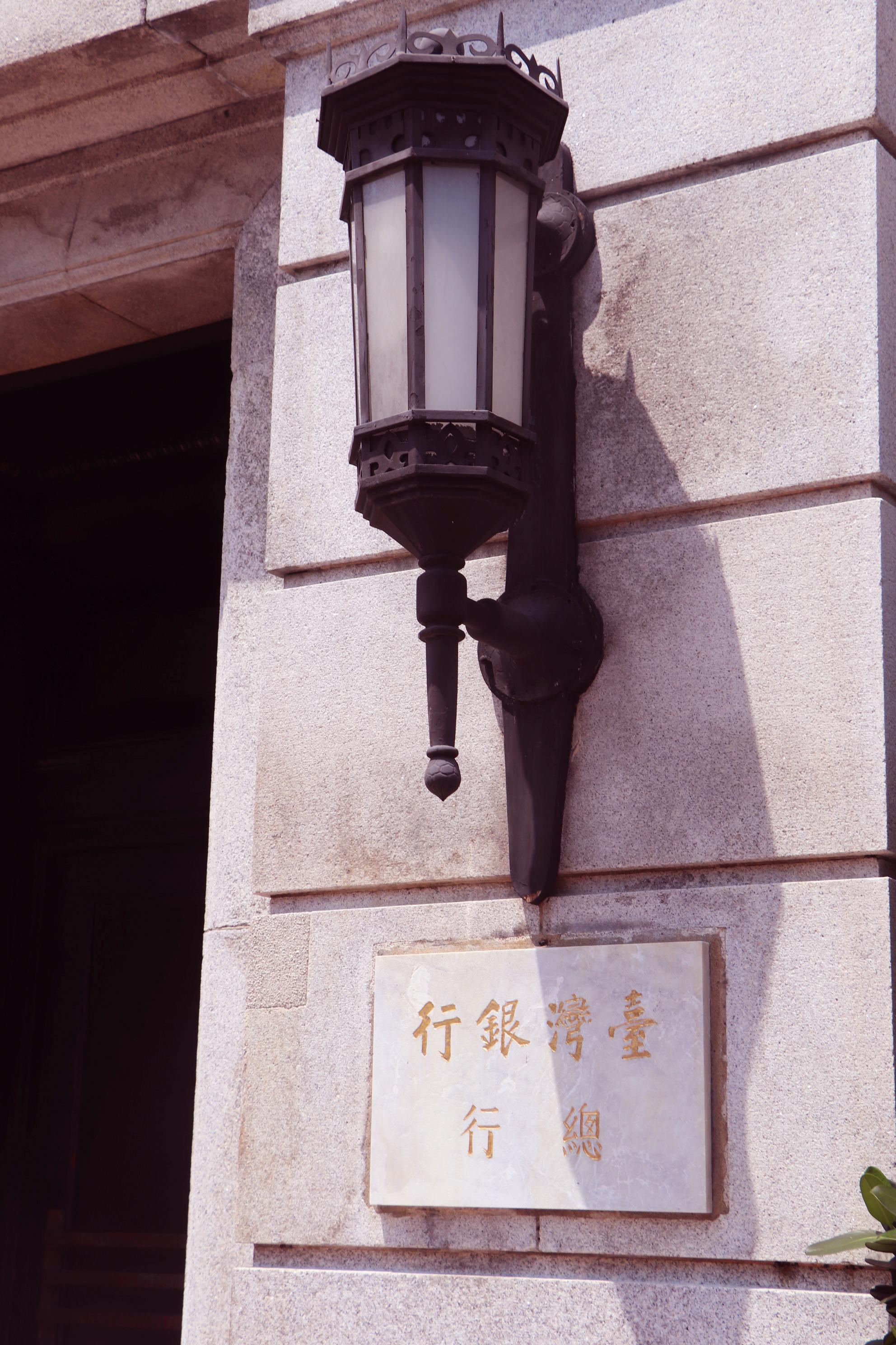 門口邊的燈飾