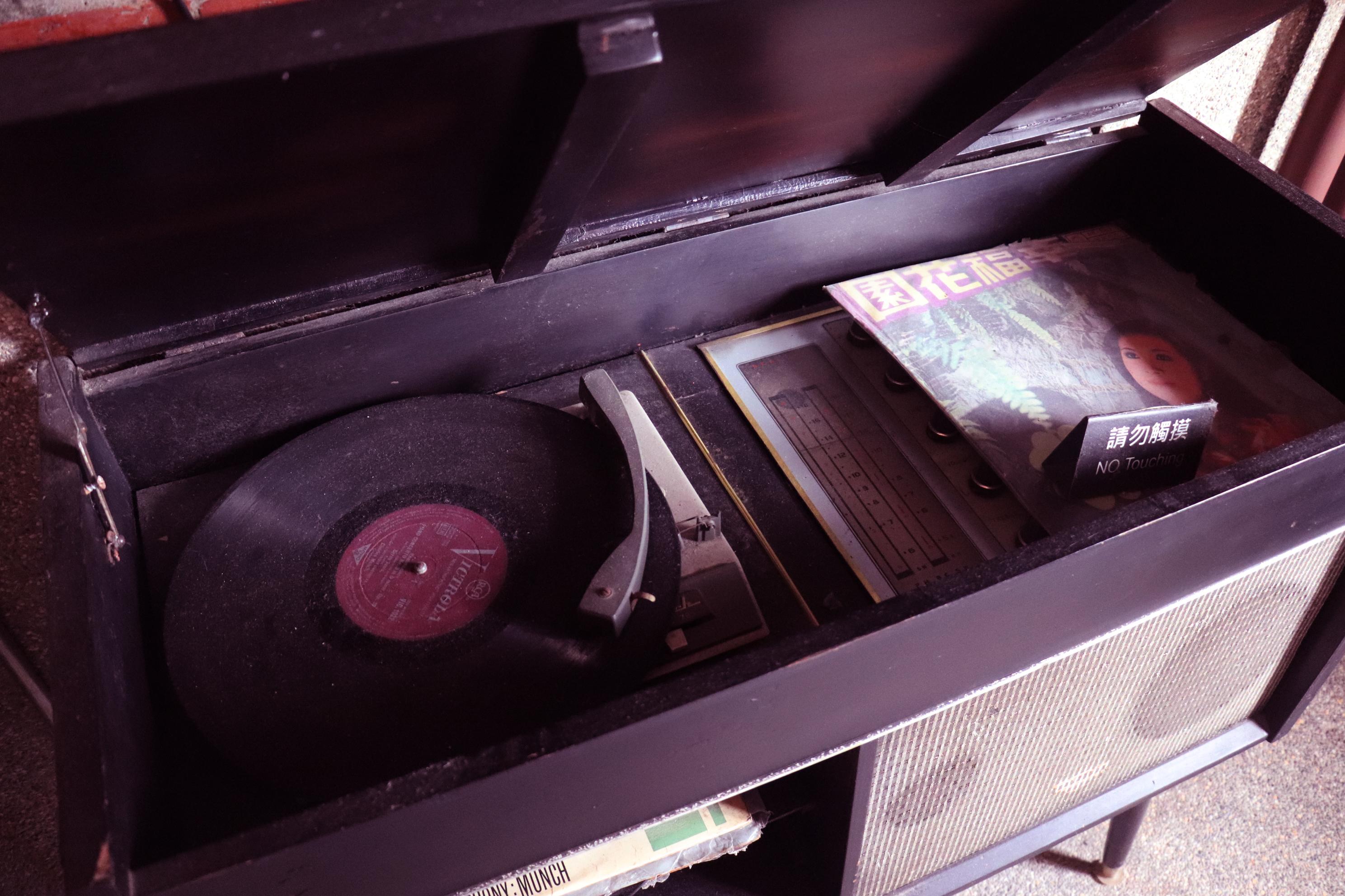 黑膠唱機。
