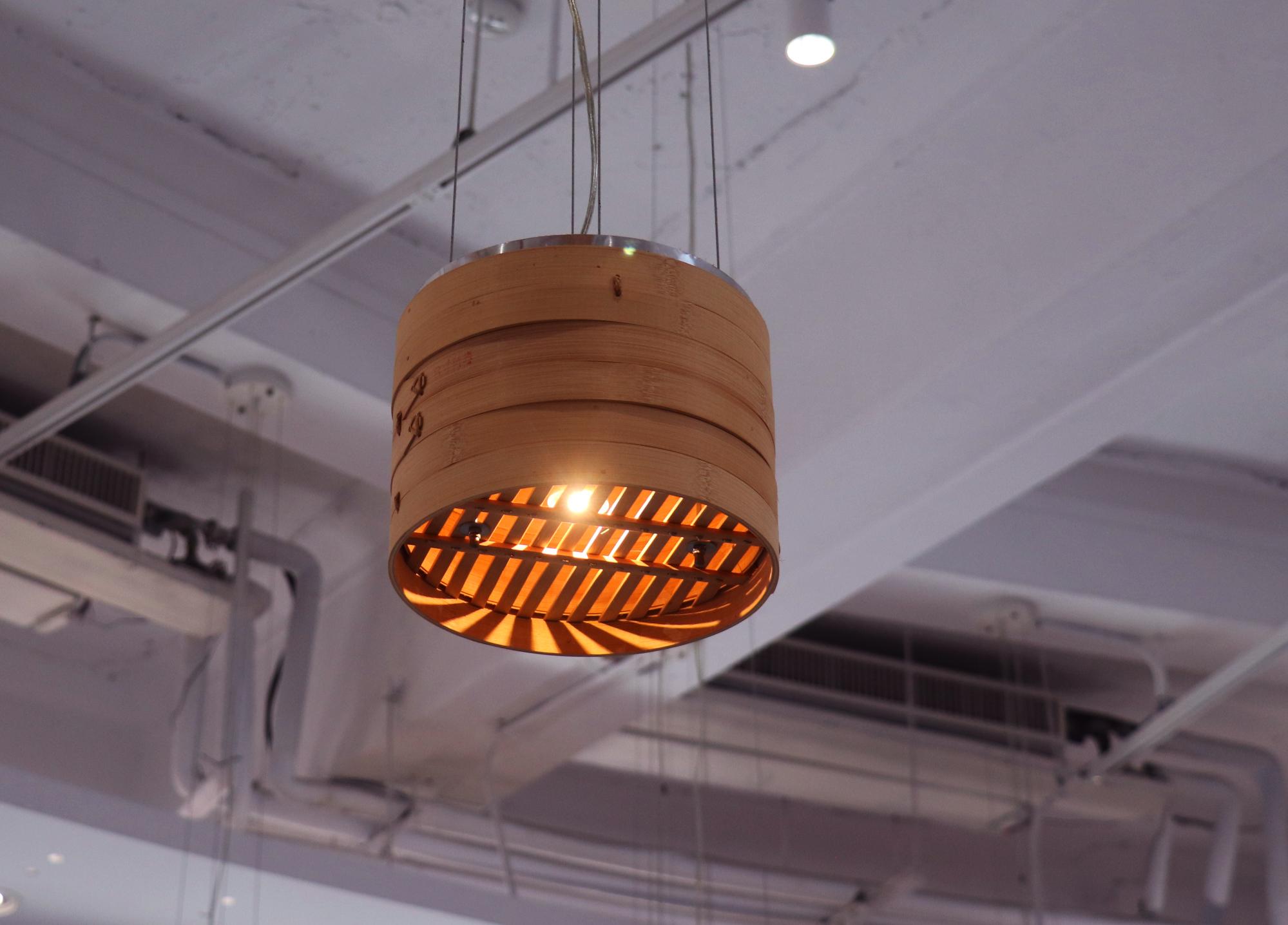 蒸籠造型的燈。