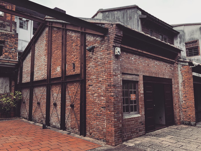 廠房型的紅磚建築。