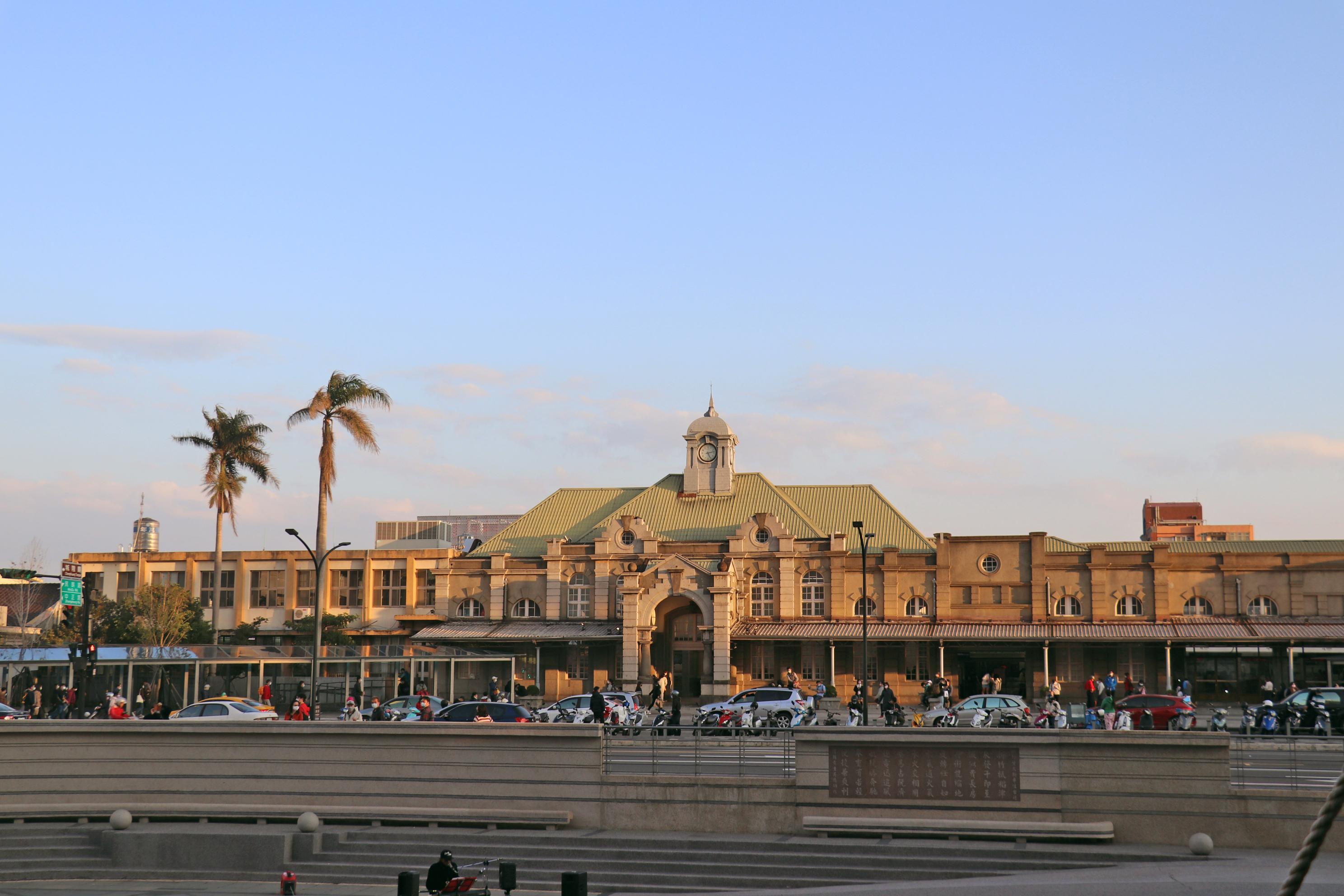 黃昏的新竹車站。
